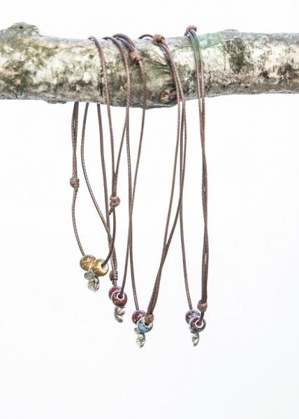 Perlenkette mit Blumen Symbol